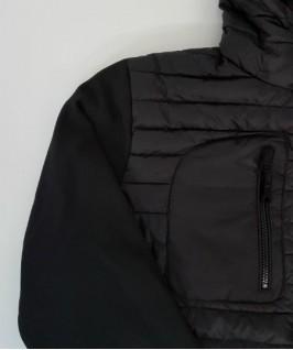 Detalle bolsillo pecho y manga tejido softshell