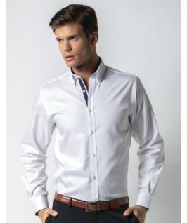 Camisa blanca con azul marino