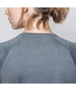 Camiseta técnica detalle cuello parte trasera