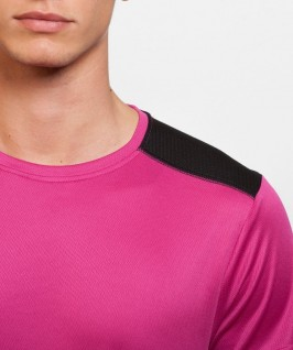 Camiseta técnica de color fucsia negro