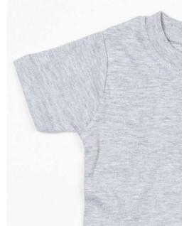 Detalle de la manga en camiseta gris jaspeado